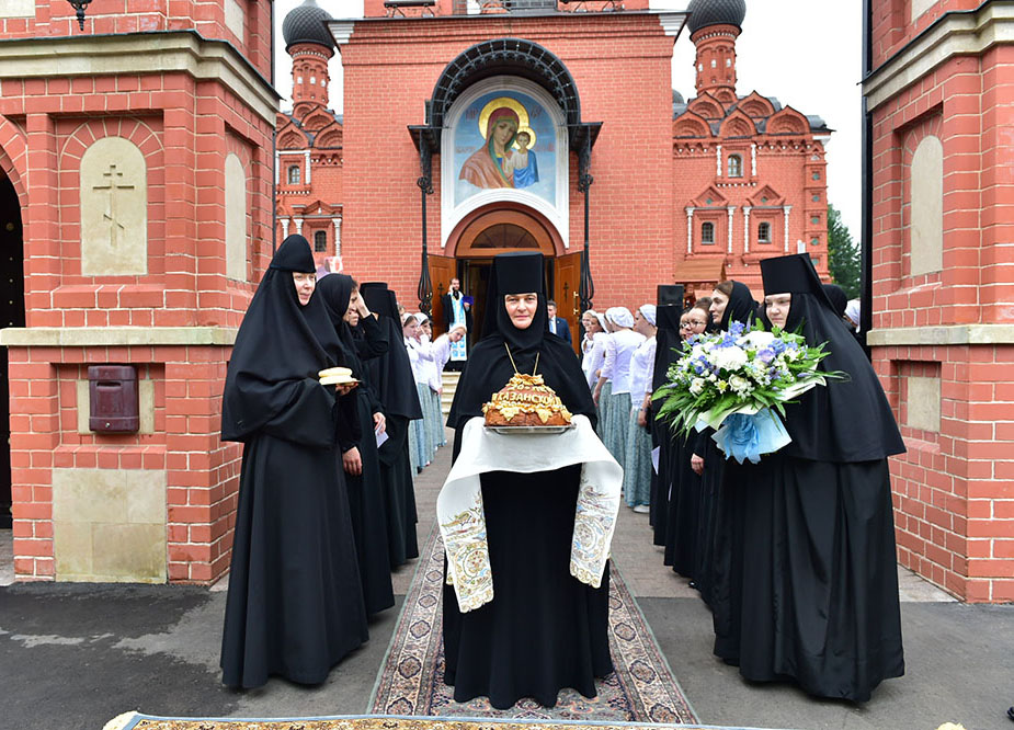 On the feast of the Kazan Icon of the Mother of God, His Holiness Patriarch Kirill celebrated the Divine Liturgy at the courtyard of the Intercession Monastery in the village of Markovo