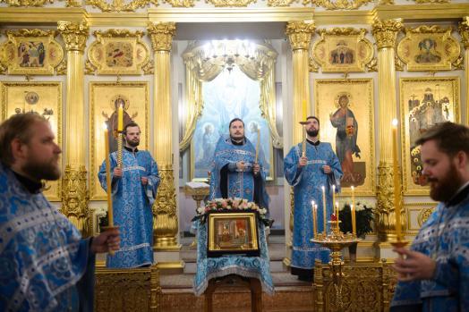 Всенощное бдение в канун Введения во храм Пресвятой Богородицы в Покровском женском монастыре