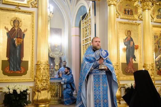 Божественная литургия на Праздник Введения во храм Пресвятой Богородицы в Покровском женском монастыре