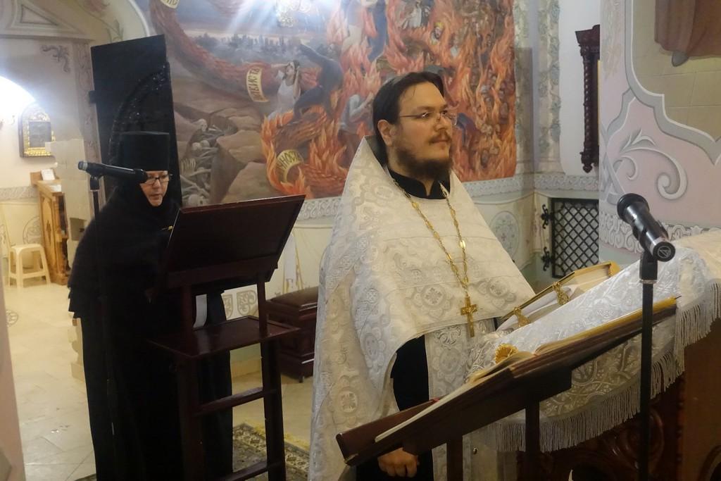 Царские часы на подворье Покровского монастыря в селе Марково