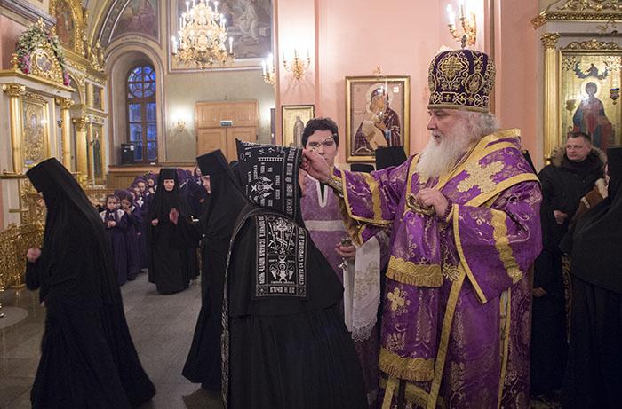 Служение митрополита Арсения накануне празднования обретения мощей святой блаженной старицы Матроны