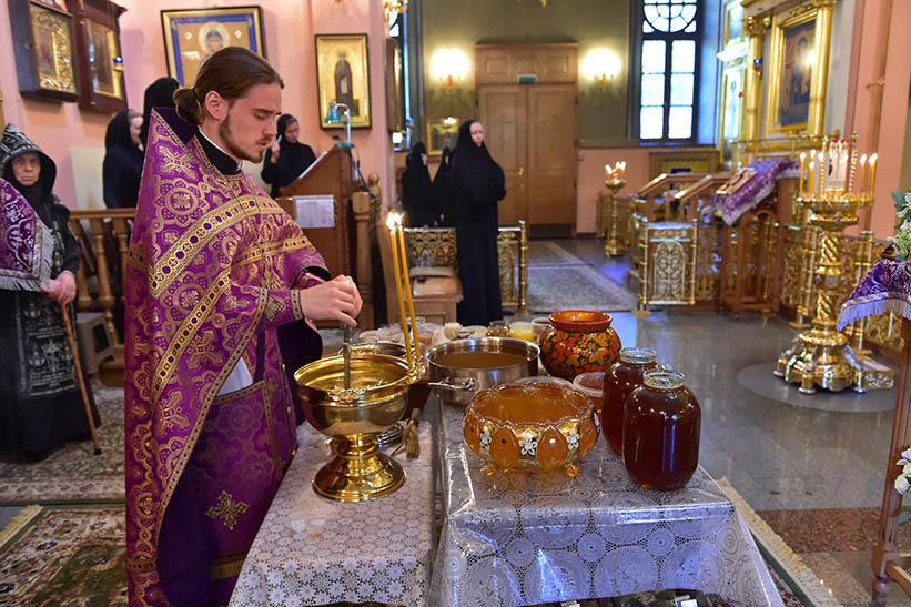 Освящение меда на праздник Медового спаса