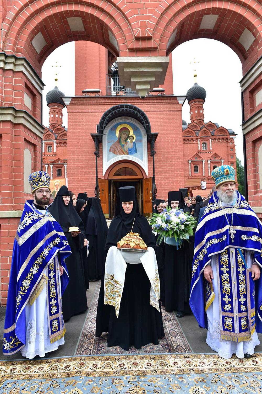 В праздник Казанской иконы Божией Матери Святейший Патриарх Кирилл возглавил Божественную литургию на подворье Покровского монастыря в селе Марково