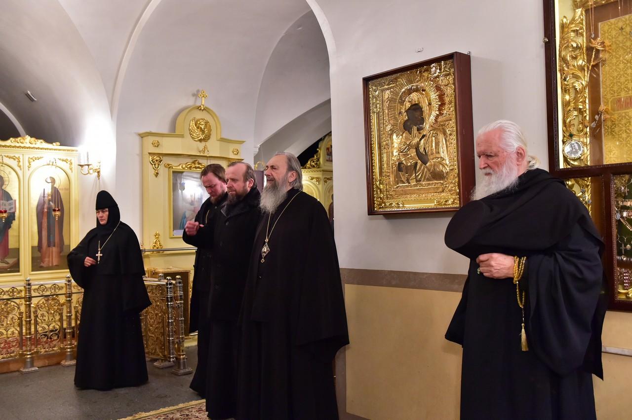 Соборный акафист святой блаженной Матроне в Покровском монастыре