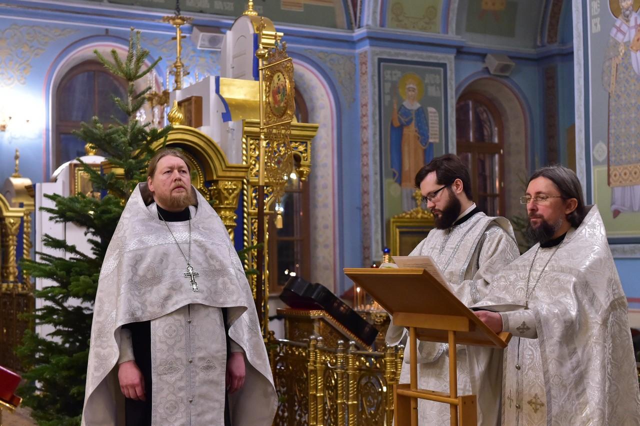 Молебен на новолетие на подворье Покровского монастыря в Троице-Лыково