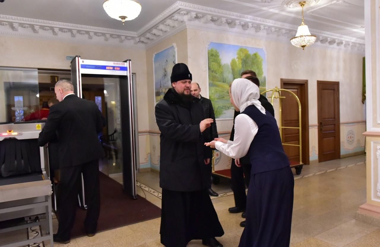 Пребывание архипастырей в Покровском монастыре
