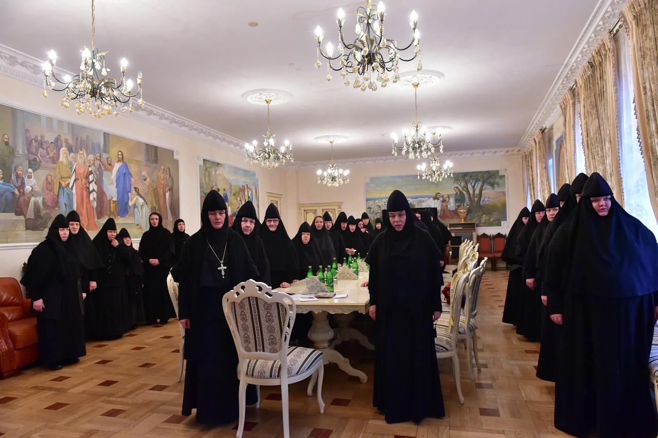 Собрание игумении Феофании с сестрами обители