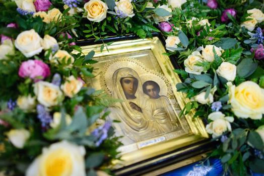 Всенощное бдение в канун праздника Казанской иконы Божией Матери на подворье Покровского монастыря в селе Марково